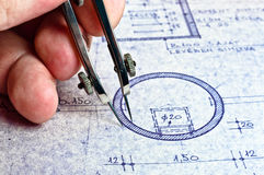 Architekt, der ein neues Haus zeichnet Stockfotografie