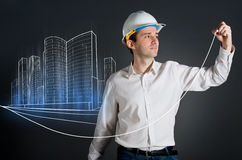 Architekt, der eine Stadtlichtpause zeichnet Lizenzfreies Stockbild