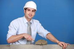 Architekt, der einen Block legt Stockbilder