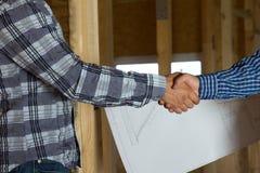 Architekt i klient Pokazuje uścisku dłoni gest Obraz Stock