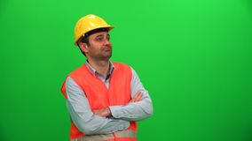 Architekt lub pracownik budowlany Przyglądający Up na zieleń ekranie Lewa strona zdjęcie wideo