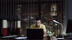 Architekt projektuje mockup zbiory wideo
