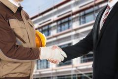 Architekt und Geschäftsmann, die Hände rütteln Lizenzfreie Stockfotos