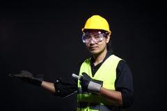 Architekta inżynier w ciężkim kapeluszu i zbawczym wyposażeniu obrazy royalty free