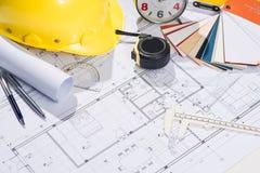 Architekta miejsce pracy - architektoniczny projekt z projektami Zdjęcia Stock