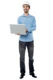 Architekta mienia laptop i patrzeć upwards Zdjęcie Royalty Free