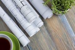 Architekta worplace odgórny widok Architektoniczny projekt, projekty, projekt rolki i divider kompas, calipers dalej Zdjęcia Royalty Free