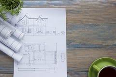 Architekta worplace odgórny widok Architektoniczny projekt, projekty, projekt rolki i divider kompas, calipers dalej Fotografia Stock