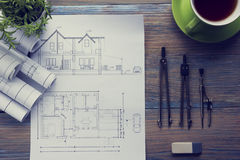Architekta worplace odgórny widok Architektoniczny projekt, projekty, projekt rolki i divider kompas, calipers dalej Obrazy Stock