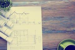 Architekta worplace odgórny widok Architektoniczny projekt, projekty, projekt rolki i divider kompas, calipers dalej Obrazy Royalty Free