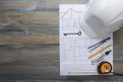 Architekta worplace odgórny widok Architektoniczny projekt, projekty, projekt rolki i divider kompas, klucz na roczniku Obraz Stock