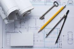 Architekta worplace odgórny widok Architektoniczny projekt, projekty, projekt rolki i divider kompas, klucz, puste miejsce Zdjęcie Stock