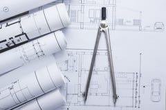 Architekta worplace odgórny widok Architektoniczny projekt, projekty, projekt rolki i divider kompas na planach, Zdjęcia Royalty Free