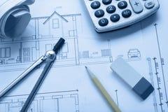 Architekta worplace odgórny widok Architektoniczny projekt, projekty, projekt rolki i divider kompas, ołówek na planach Zdjęcia Stock