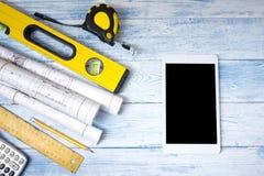 Architekta worplace odgórny widok Architektoniczny projekt, projekty, projekt rolki na drewnianym biurko stole Budowa Zdjęcia Royalty Free