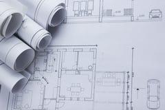 Architekta worplace odgórny widok Architektoniczny projekt, projekty, projekt rolki na planach tło cegieł budowy wieży Obraz Stock