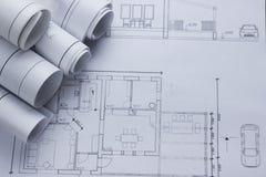 Architekta worplace odgórny widok Architektoniczny projekt, projekty, projekt rolki na planach tło cegieł budowy wieży Zdjęcia Stock