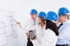 Architekten, die Projekt behandeln Lizenzfreie Stockfotos