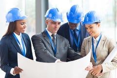 Architekten, die Projekt besprechen Stockfotos