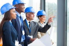 Architekten, die Projekt besprechen Stockbild