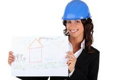 Architektengeschäftsfrau, die eine Zeichnung anhält Stockfotografie