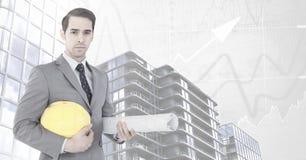 Architektengeschäftsmann mit Blaupausen und hohen Gebäuden mit Diagramm stuft Hintergrund ein Lizenzfreie Stockfotos