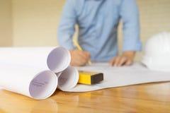 Architektenzeichnung auf Plan, Technikkonzept, architectur Stockfotografie