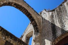 Architektoniczne ruiny przy Carmo klasztorem Obrazy Royalty Free