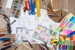 Architektonicznego planu dom z euro, ołówek, kalkulator Obrazy Stock