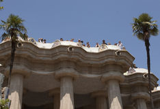 Architektoniczni arcydzieła Antoni Gaudi w Guell parku przyciągają obrazy royalty free