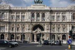 Architektoniczni czerepy pałac sprawiedliwość Corte Suprema Di Cassazione Projekt Perugia architektem Guglielmo Calderini, budują Zdjęcia Stock