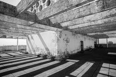 Architektoniczni elementy baldachim na dachu ciskają cień fotografia royalty free