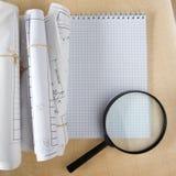 Architektoniczni projekty, projekt rolki i powiększać, - szkło na białym tle Fotografia Royalty Free