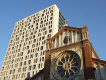 Architektoniczny kontrast Zdjęcia Stock