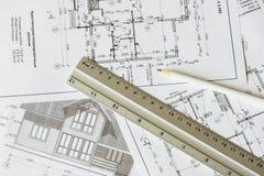 Architektoniczny plan dom drukuje na białym prześcieradle papier Biały ołówek na nim zdjęcia royalty free