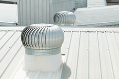 Architektoniczny szczegół metalu dekarstwo na handlowej budowie Zdjęcie Stock
