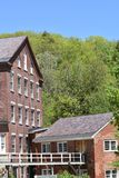 Architektoniczny widok xviii wiek woolen budynek, młyński przejście w miasteczku Harrisville i, New Hampshire, Stany Zjednoczone fotografia royalty free