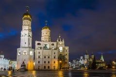 Architektoniczny zespół Moskwa Kremlin w zima wieczór, Moskwa Fotografia Royalty Free