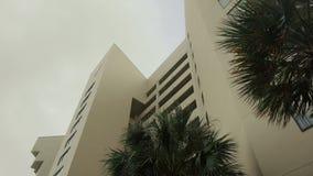Architektonisches flaches errichtendes Miami-Art-Südstrand-Florida-Bild Retro- gefiltertes Kondominium deco moderner Kunst stock footage