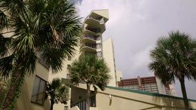 Architektonisches flaches errichtendes Miami-Art-Südstrand-Florida-Bild Retro- gefiltertes Kondominium deco moderner Kunst stock video footage