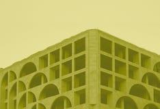 Architektonisches Fotogebäude auf Lager im gelben Ton stockbild