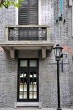 Architektur der alten Art im Ziegelstein, Shanghai, China Lizenzfreies Stockfoto