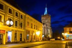 Architektur der alten Stadt von Chelmno nachts, Polen Lizenzfreie Stockfotos
