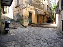 Architektur der alten Stadt von Kerkira auf der Insel von Korfu Lizenzfreie Stockbilder