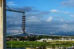 Architektur der Höhenspannung im Freien mit blauem Himmel lizenzfreie stockbilder