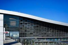 Architektur der modernen Bahnstation im sonnigen Wetter Adler im Sommer Stockfoto