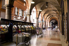 Architektur der Säulenhallen von Bologna Lizenzfreies Stockbild