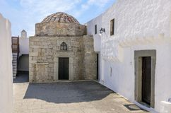 Architektur des Klosters von Johannes der Theologe in Patmos-Insel, Dodecanese, Griechenland lizenzfreies stockbild