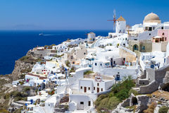Architektur des Oia-Dorfs auf Santorini Lizenzfreies Stockfoto
