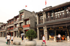 Architektur des traditionellen Chinesen in Qianmen-Straße Stockbilder